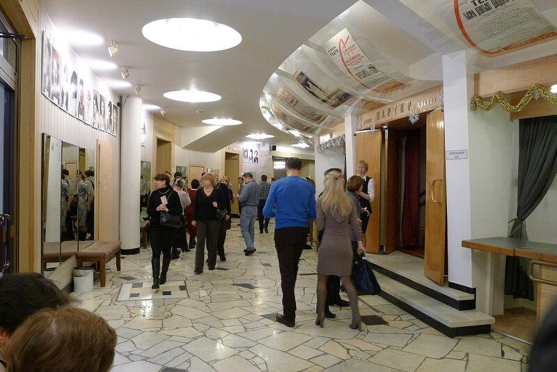 Вход в зал Театра Сатиры