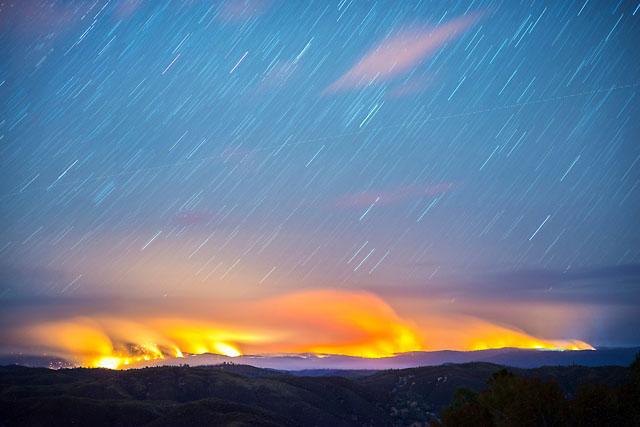 Wired сообщает, что в этом году из-за сильной засухи в Калифорнии произошло свыше 3600 пожаров. За п