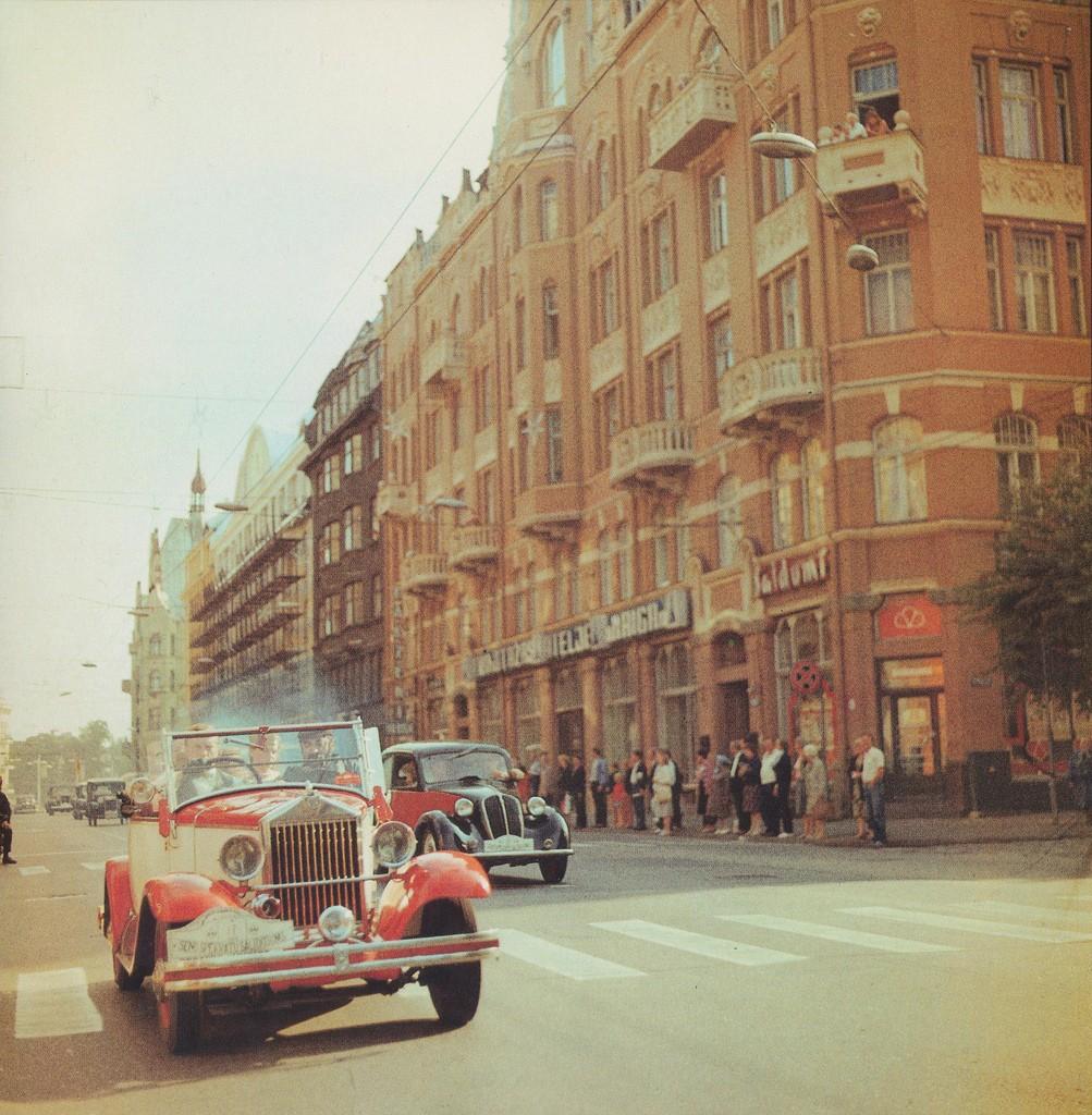 4. Ретрокары на улице Ленина (сейчас это — улица Бривибас).