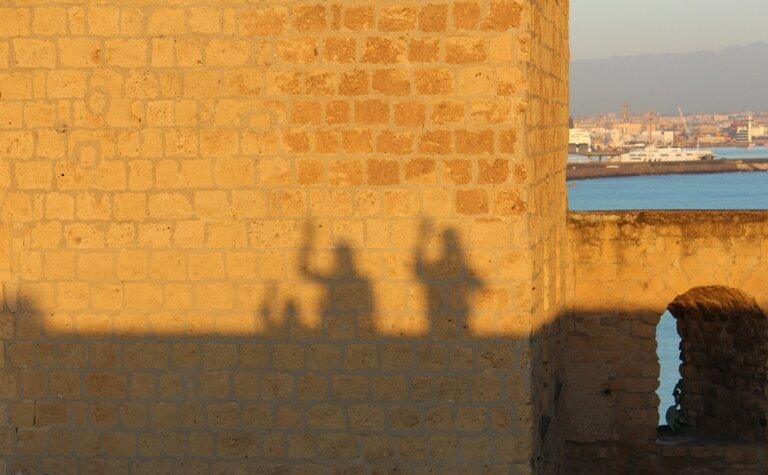 Наши тени на стенах Старого Замка
