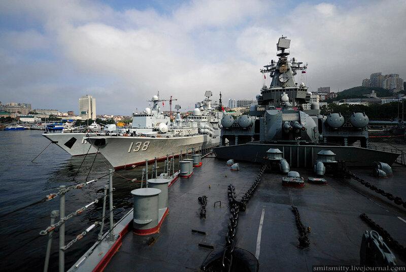 Прибытие во Владивосток для участия в совместных учениях отряда кораблей ВМС КНР