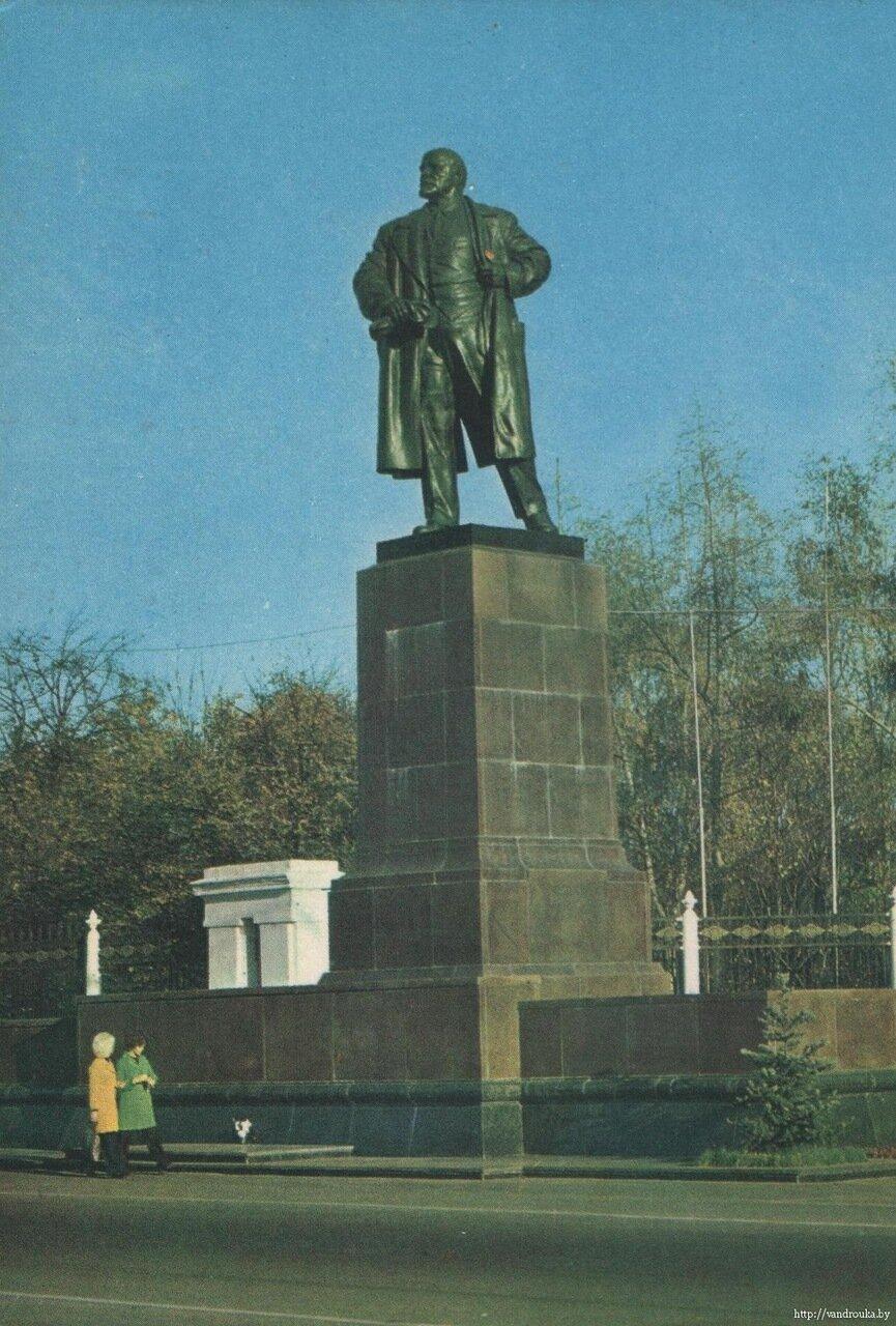 2. Памятник В. И. Ленину
