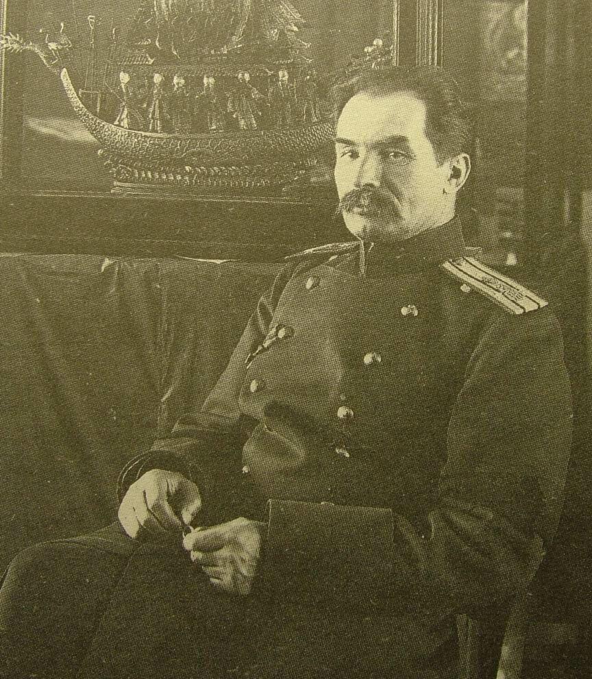 Путешественник Пётр Кузьмич Козлов в своём кабинете. 1900.