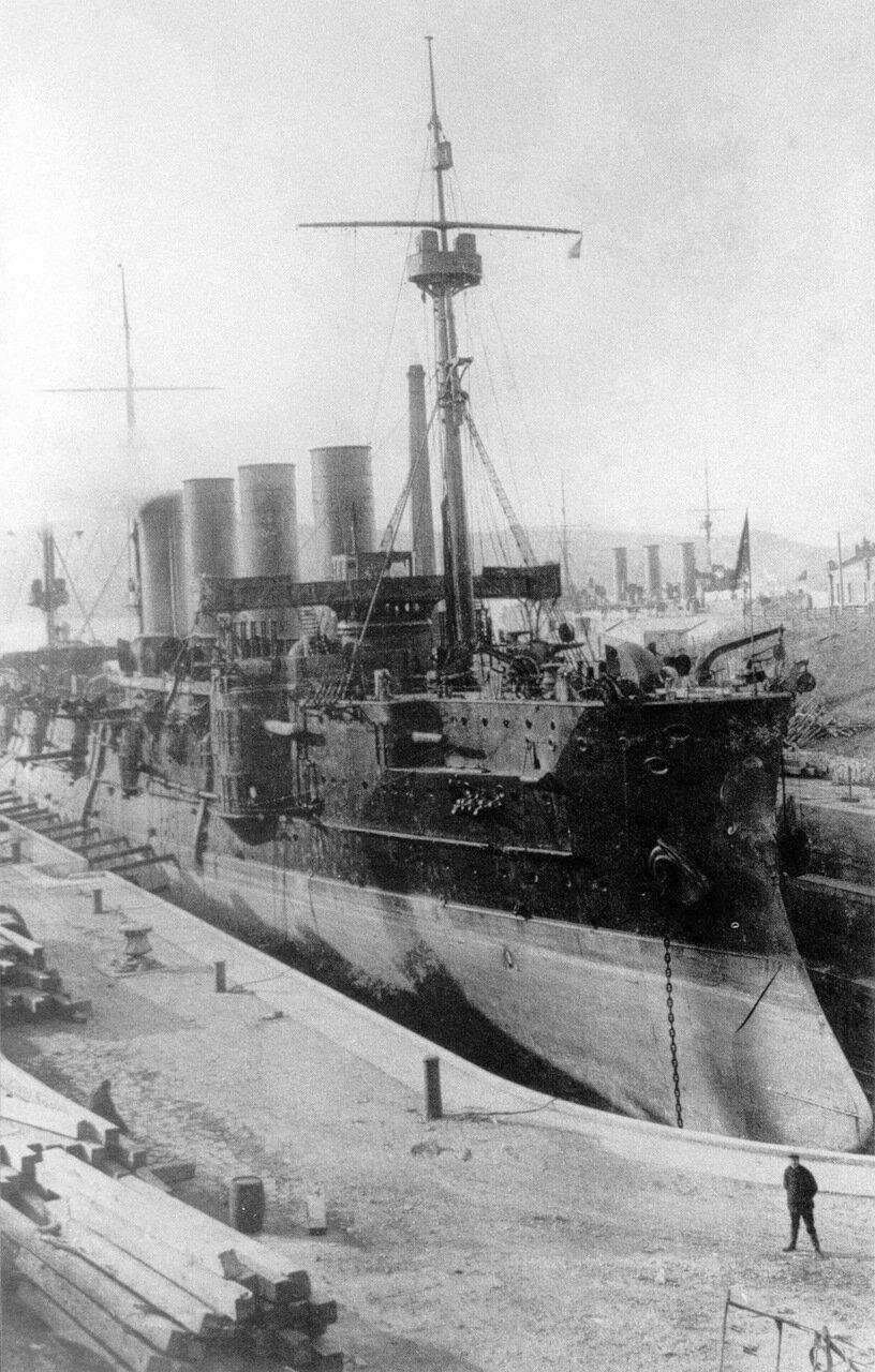 Броненосный крейсер Громобой в сухом доке во Владивостоке.1901-1905.