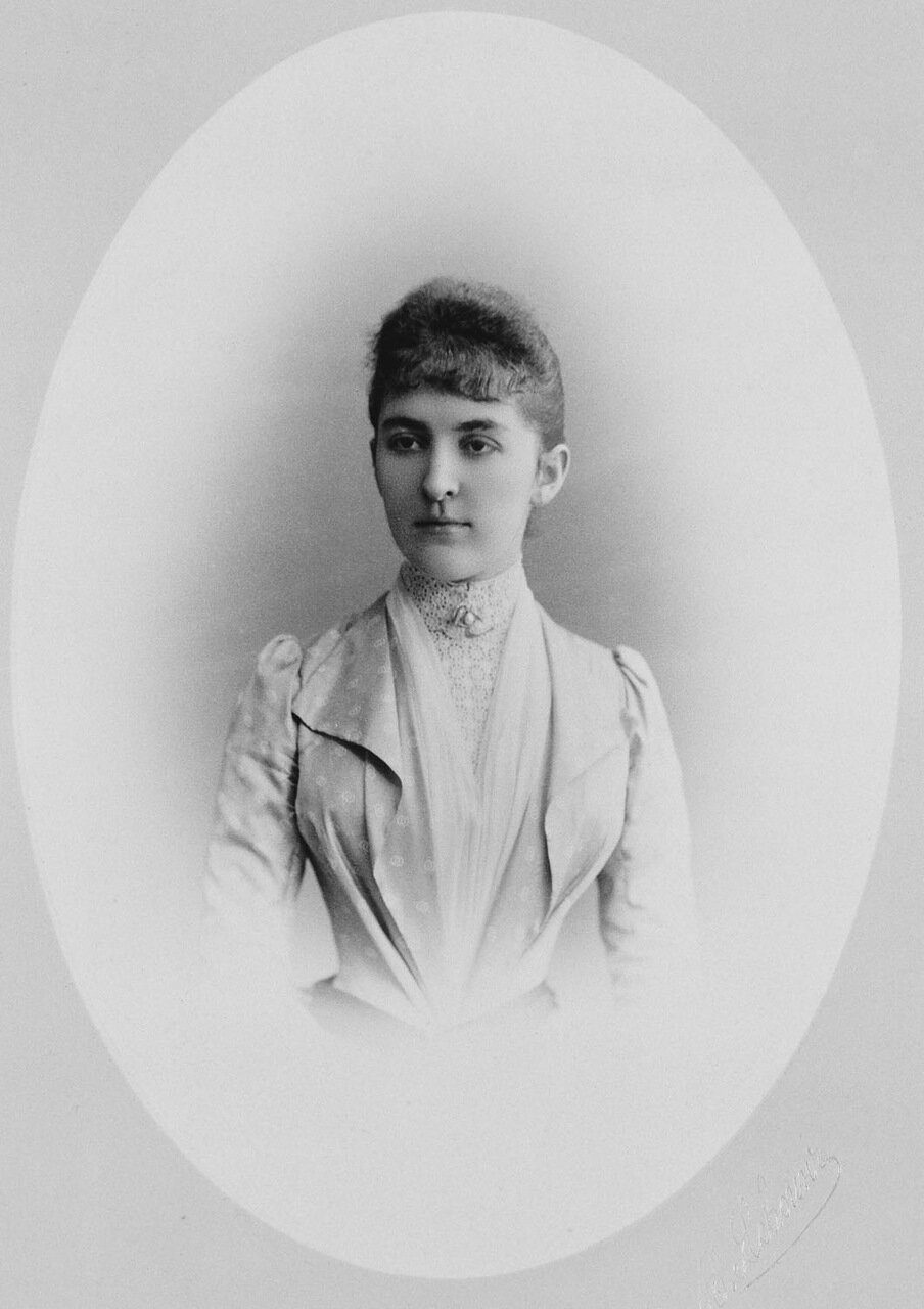 Анастасия Николаевна,  герцогиня Лейхтенбергская и русская Великая княгиня. Супруга герцога Георгия Максимилиановича Лейхтенбергского и великого князя Николая Николаевича.1889