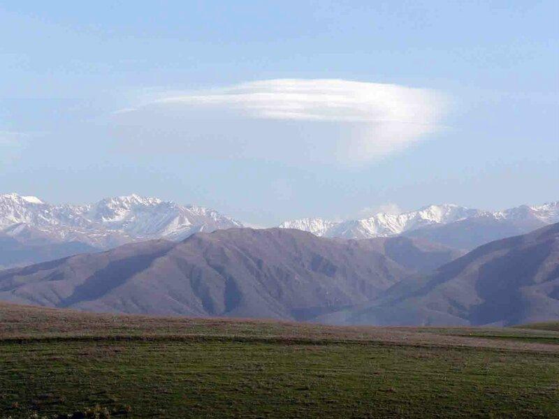 Мельников Сергей, Петроглифы Тамгалы, Южный Казахстан, Степь упирается в горы Заилийского Алатау