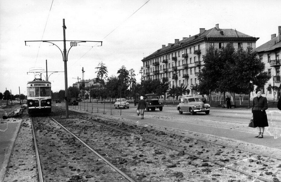 1958.06. Трамвайный маршрут №28 на улице Диагональной (сейчас проспект Гагарина)