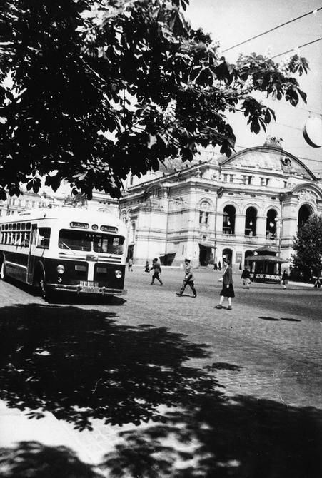 1947.05.15. Театральная площадь