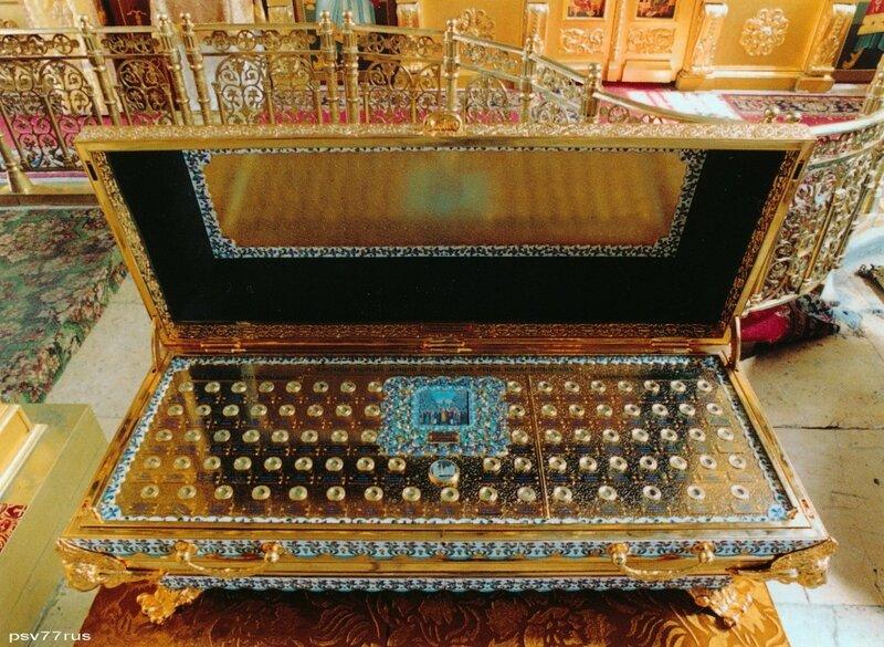 Ковчег с частицами мощей преподобных отцев Киево-Печерских.