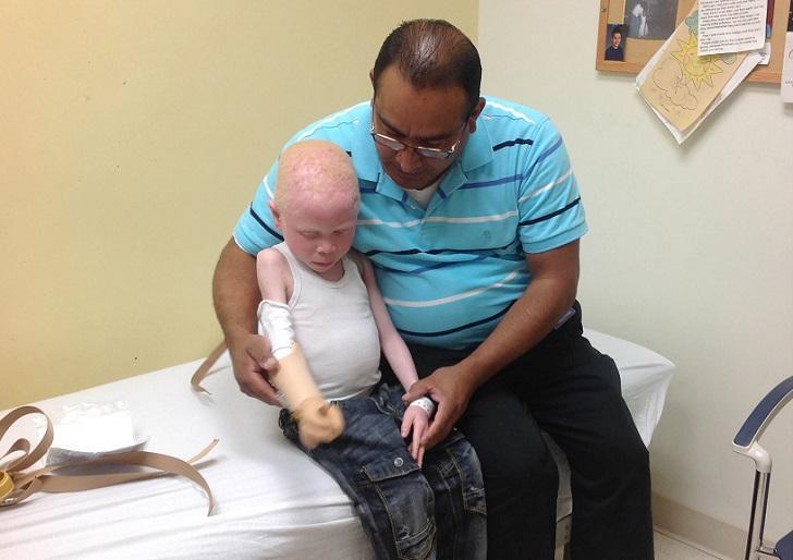 У шестилетнего Бараки Космаса одна из самых ужасных историй. По делу об отрубании его руки было заде