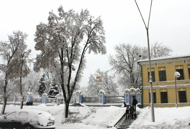 Михайловская площадь в районе МИД