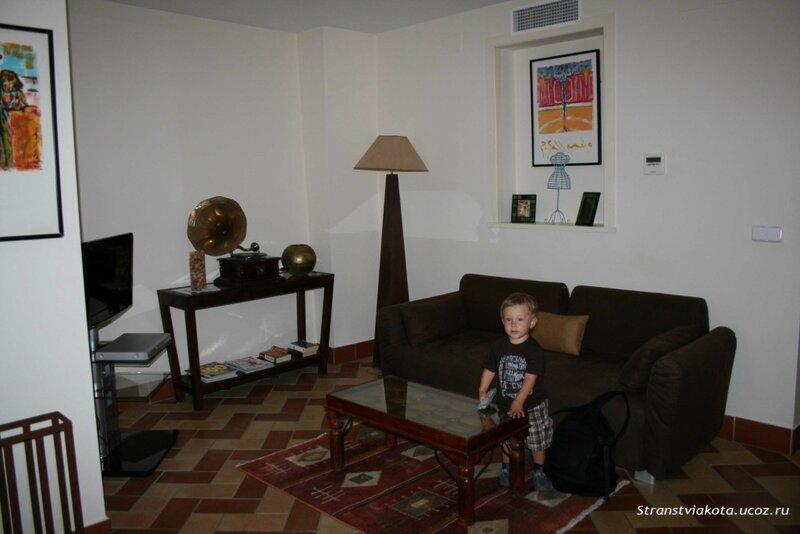 Севилья, гостиная в 1-спальном апартаменте Suites Santa Cruz