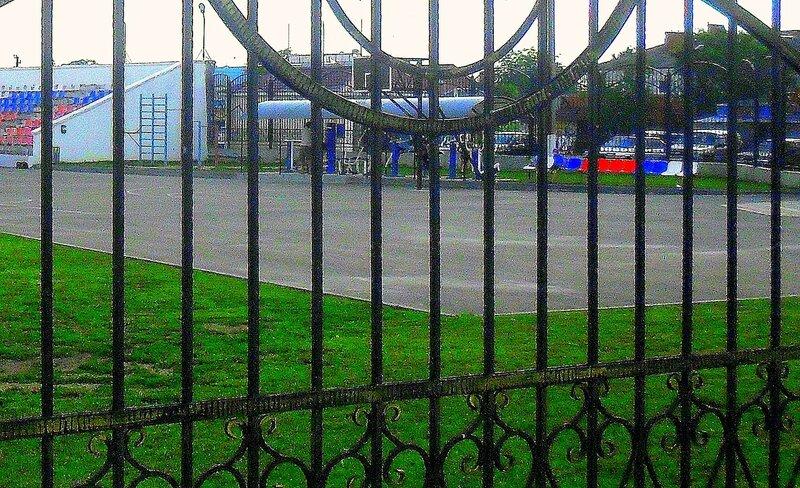 В Каневской, у ограды стадиона ... SAM_8146 - 1.JPG