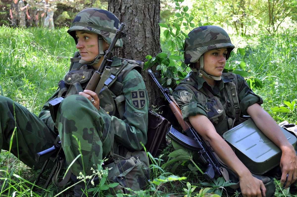 Очень грозная сила: Девушки в армейской униформе (27)