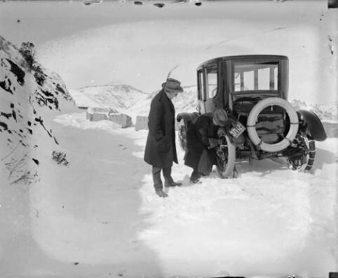 Putting on tire chains during 1916 snowstorm on Lookout Mountain.