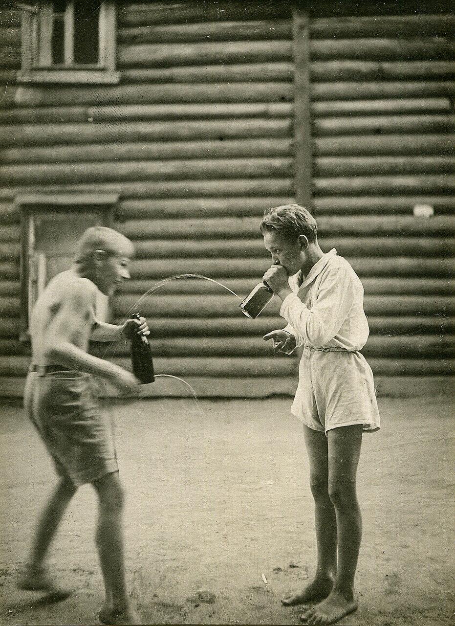 1939 г. Двор дома №6 по Дорогомиловскому валу. Игра
