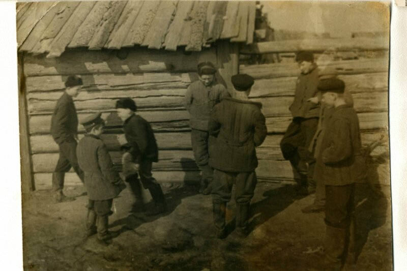 Деревня Ермолаева Даурского района.Игра в чику.
