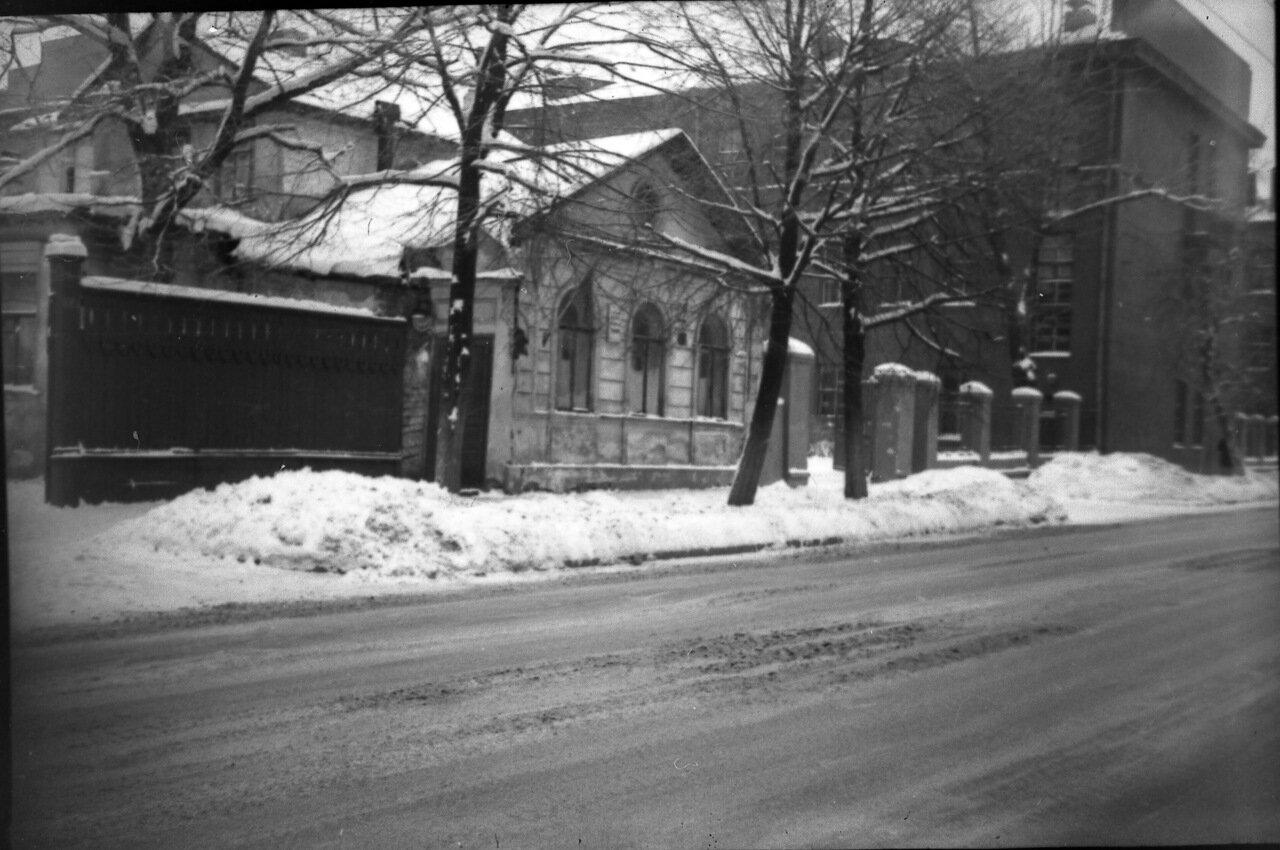 Улица Минина, позади Политех