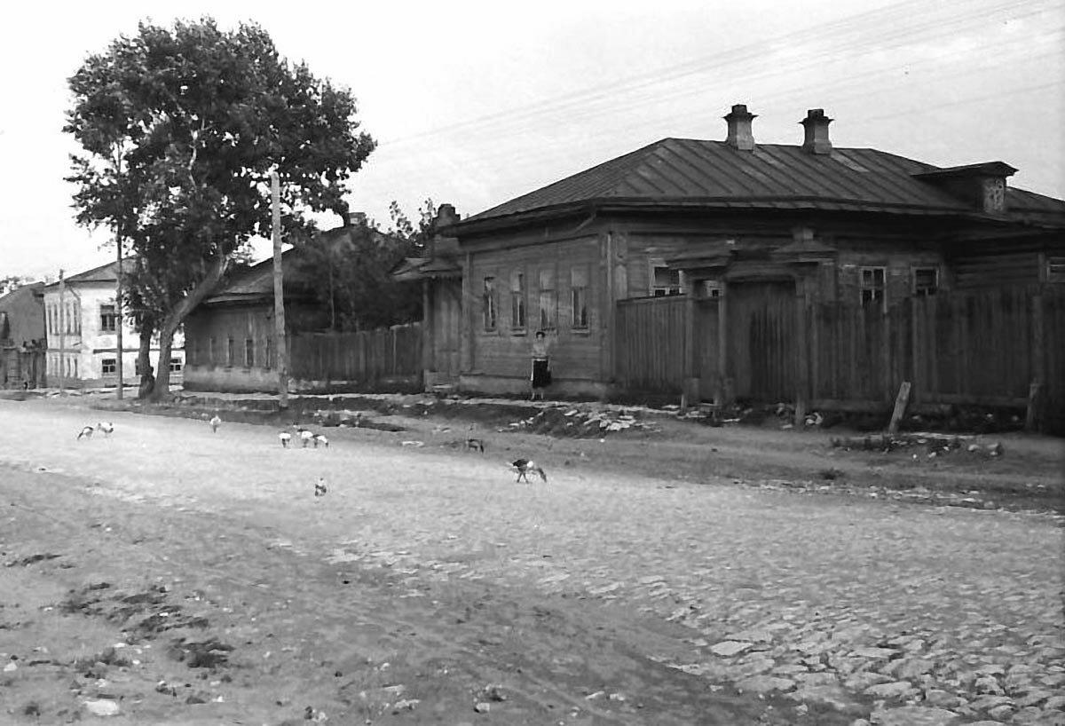 Улица Московская. Дом, где жили Чарушниковы.