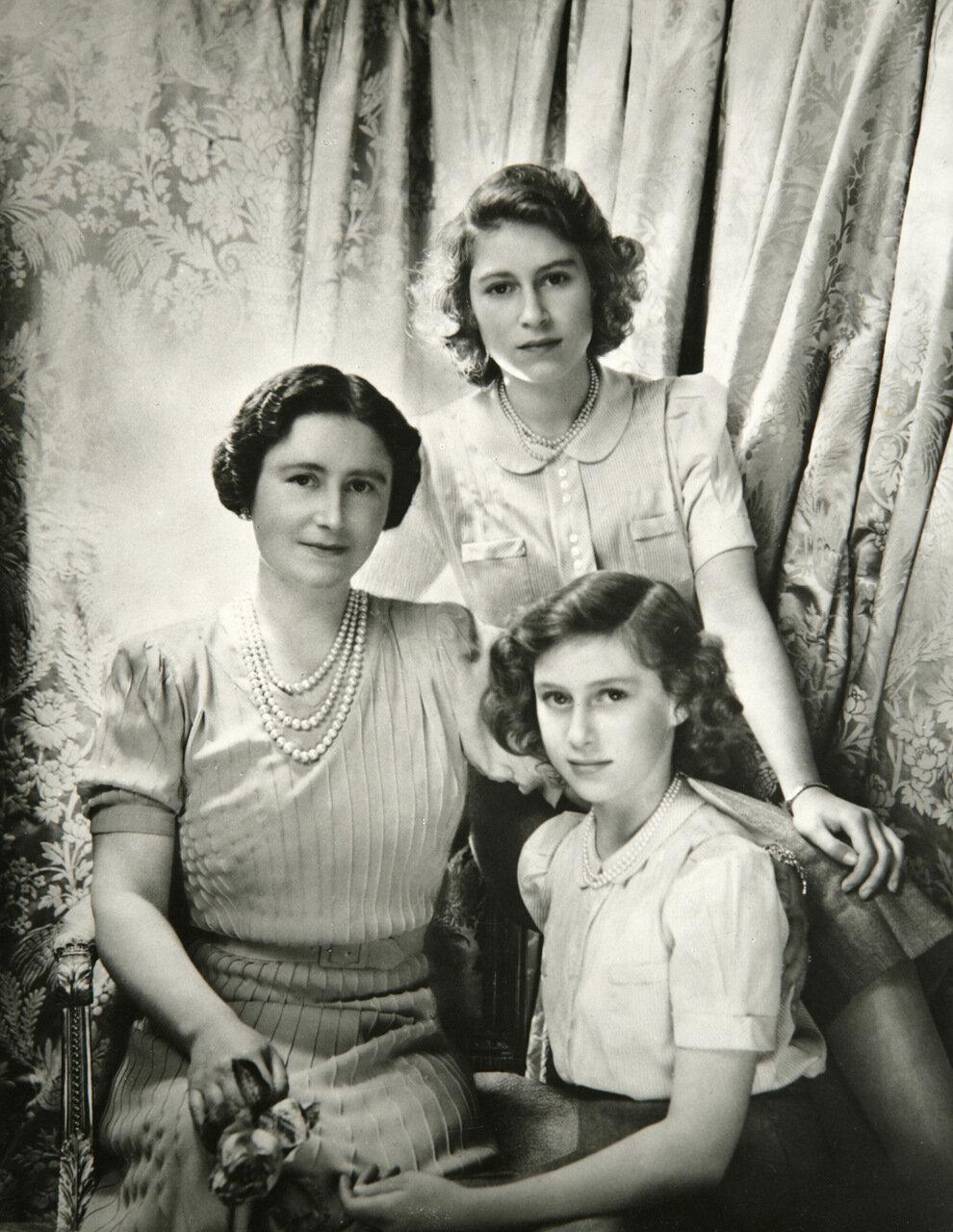 Принцесса Елизавета и принцесса Маргарет. окт 1942 г.