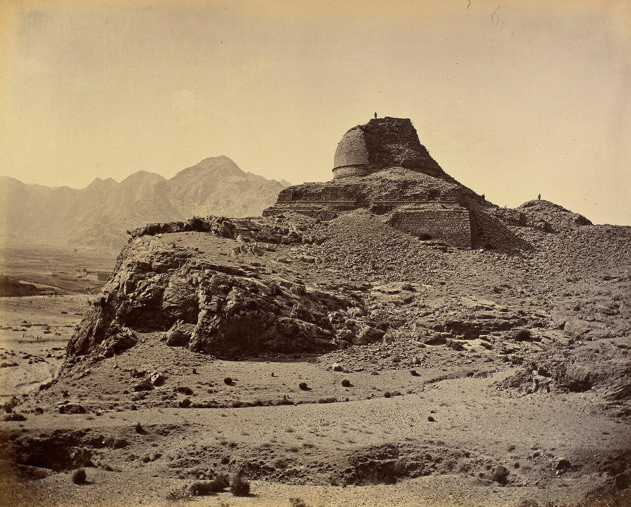 17. Буддийская ступа возле Спхолы в в Хайберском проходе между Али Масджидом и Ланди-Коталом.