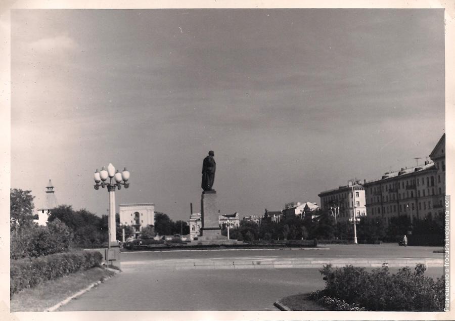 Астрахань Памятник Ленину фотография 1965 года