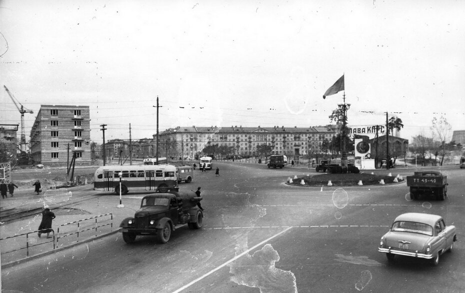 1958.11. Строительство на Ленинградской площади