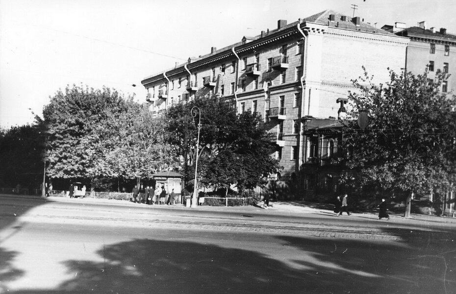 1956. Угол улиц Владимирской и Калинина (теперь улица Софиевская) в районе площади Богдана Хмельницкого