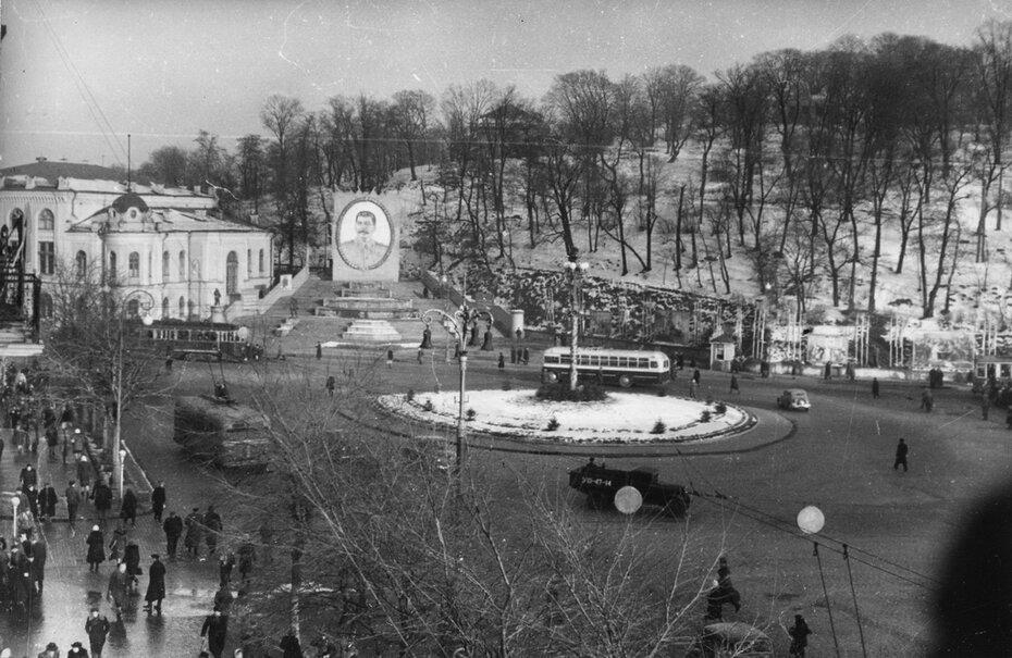 1949.12.21. Площадь Сталина (сейчас Европейская площадь) в день празднования 70-летнего юбилея Сталина