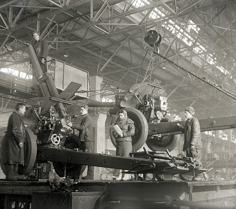 Assembly of artillery guns at a factory in the Urals, 1943. Photo by Pyotr Otsup