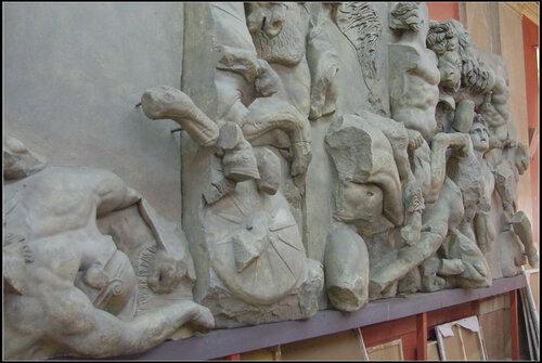 Большой фриз Пергамского алтаря. СПГХПА им. Штиглица.