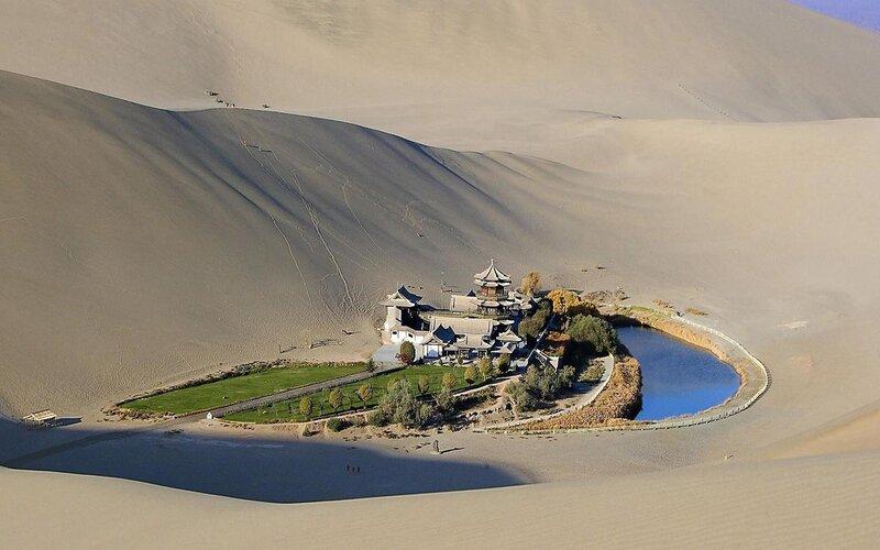 Китайское озеро Молодого месяца (Юэяцюань)