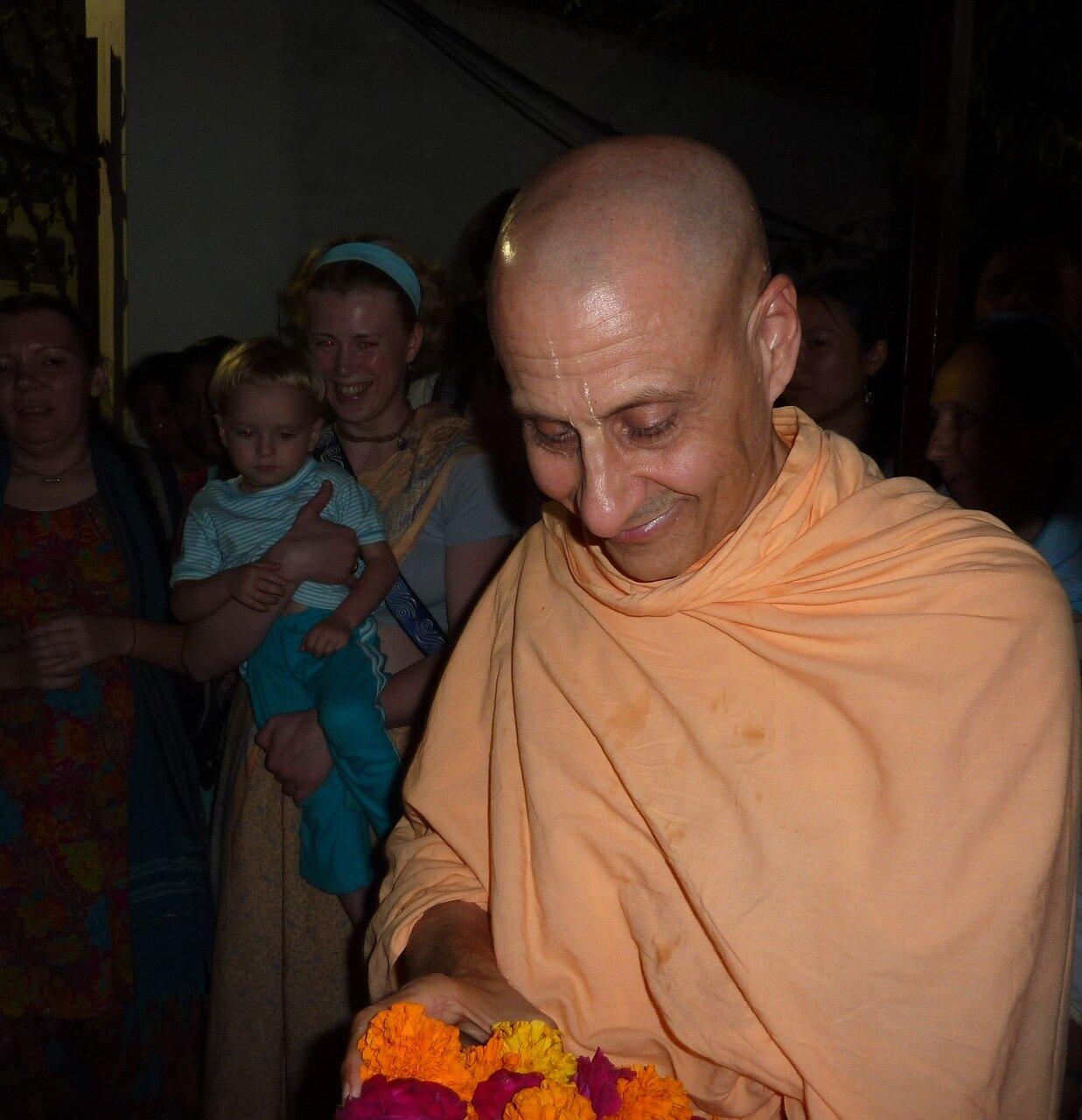 Его Святейшество Шрила Радханатха Свами Махарадж - Индия Вриндаван Карттика 2011
