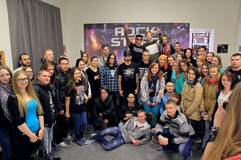 общая фотография Louna и фанатов 7 октября 2015 в школе рока Rock Stars School в Кирове