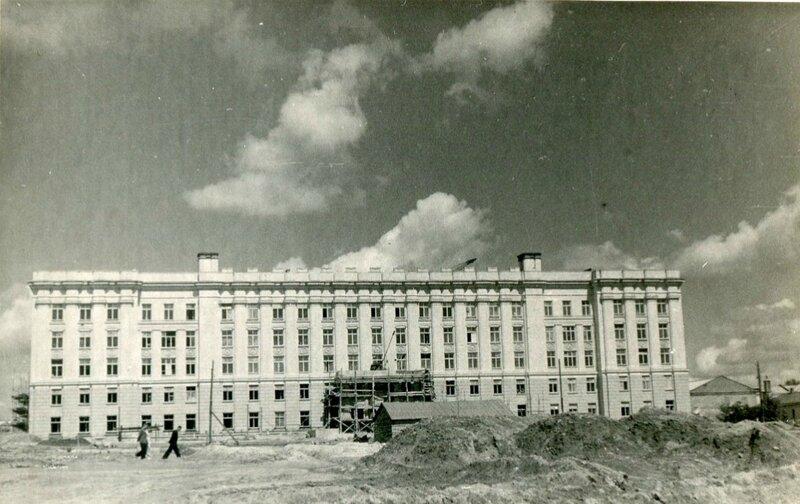 Строительство площади Революции. Фото из архива А.Крупенкова