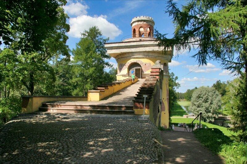 Екатерининский парк, Башня-руина