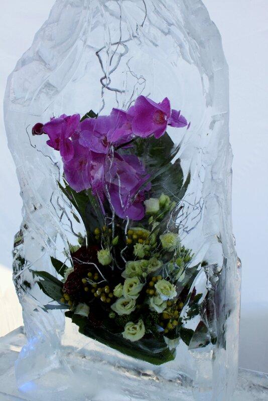 Букет в глыбе льда
