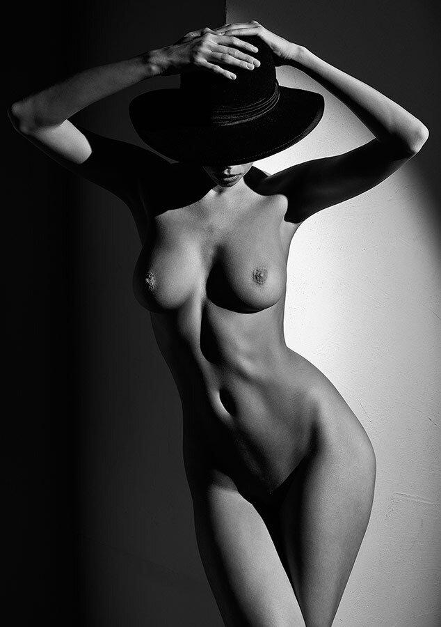 Тетя стильная черно белая эротика