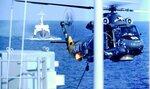 """МРЗК """"Ильмень"""" идет в кильватере USS Badger (DE 1071), Японское море, сентябрь 1983"""
