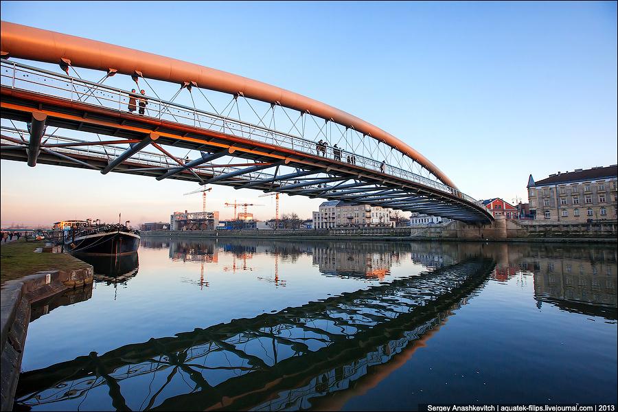 Новый пешеходный мост в Кракове