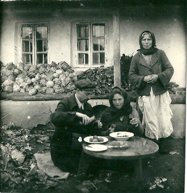 В молдавской деревне. 1940 г.