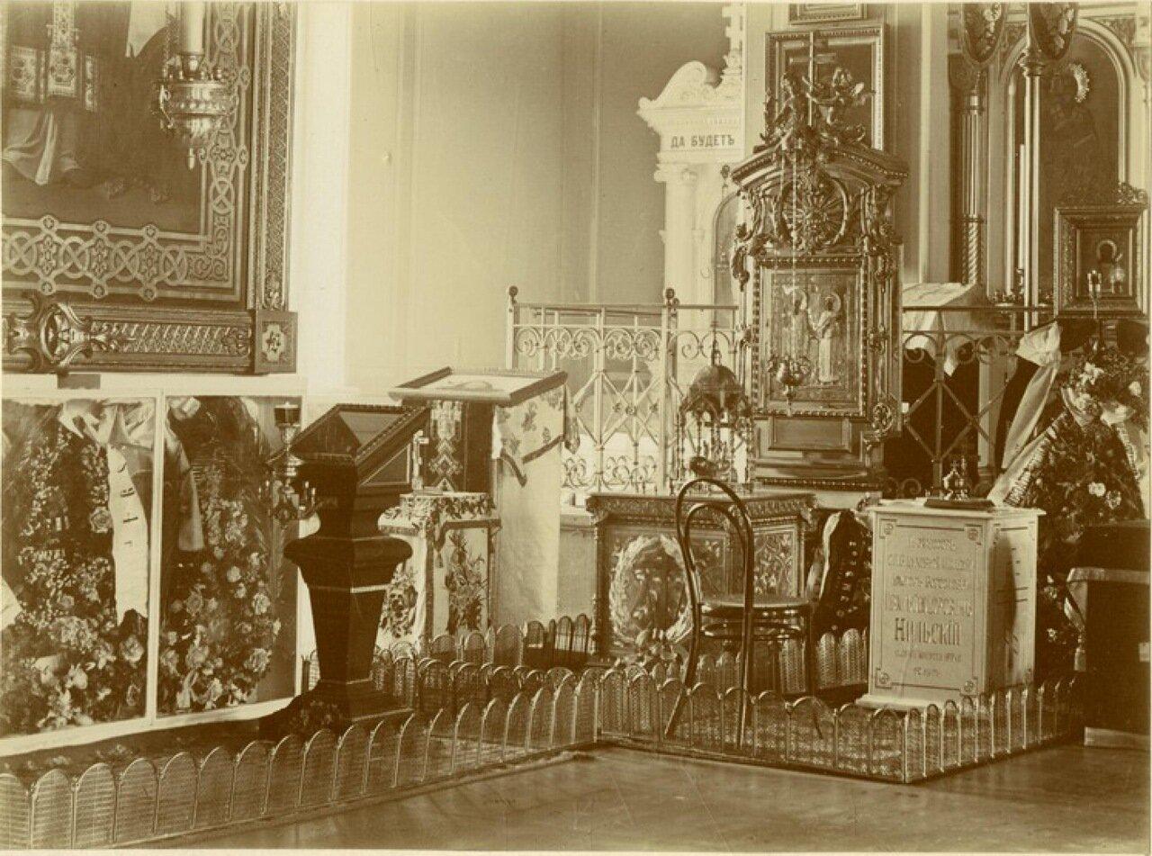 Исидоровская церковь, могила профессора Нильского