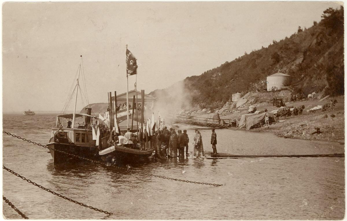 Лодка для перевоза иконы Святителя и Чудотворца Николая из Елабуги в Мамадыш.