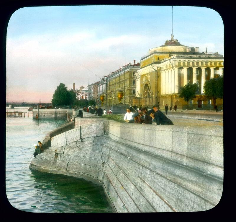 Санкт-Петербург. Набережная Невы, напротив здания Адмиралтейства