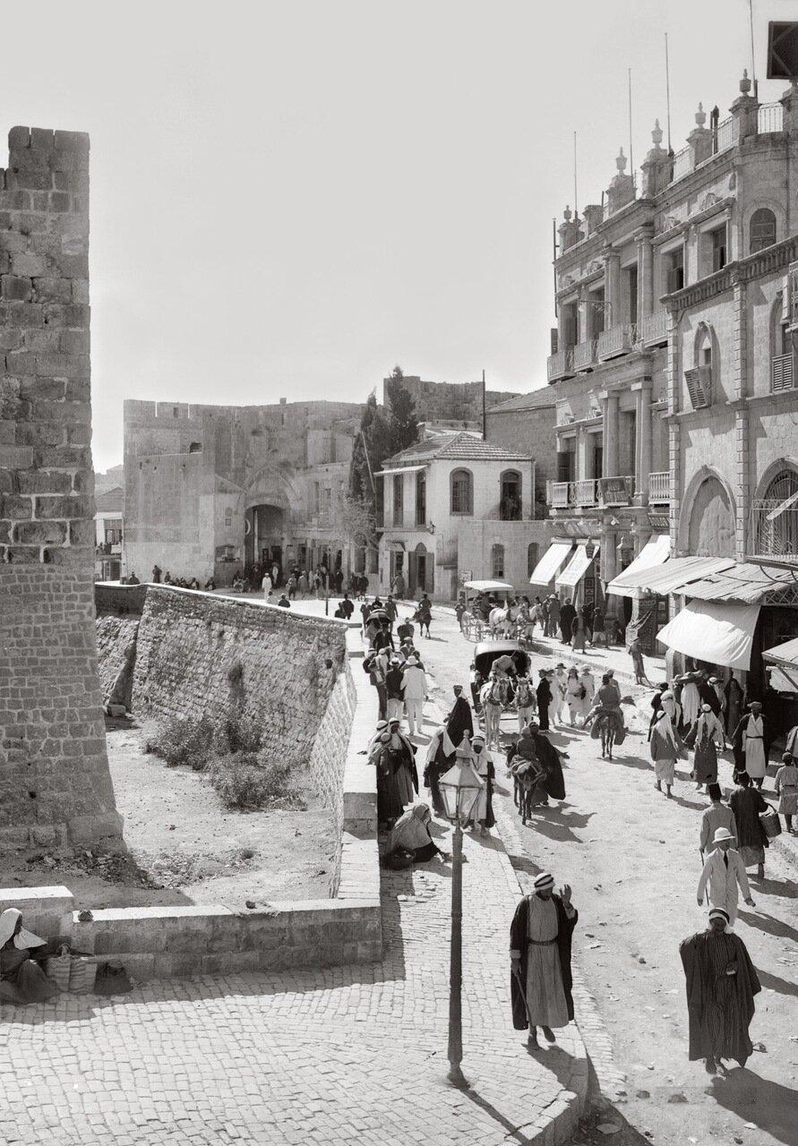 Уличная сцена возле Яффских ворот. Иерусалим. 1900-1920