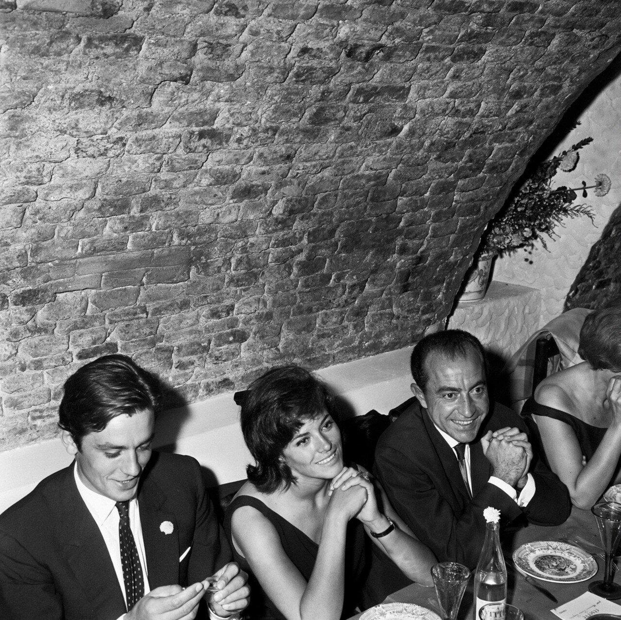 1964. Делон с Натали на вечеринке по поводу окончания съёмок фильма  «Хищники»