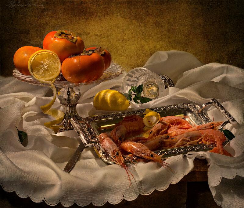 Натюрморт с креветками и фруктами