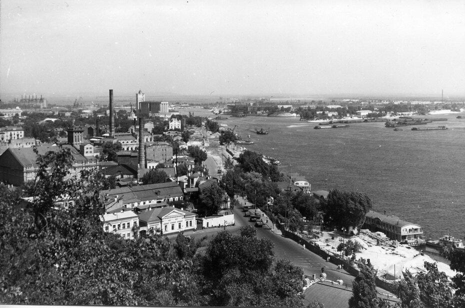 1958. Панорама Днепра и Подола в районе Почтовой площади