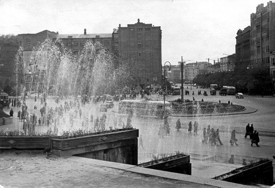 1950-е. Панорама площади Сталина (сейчас Европейская площадь)