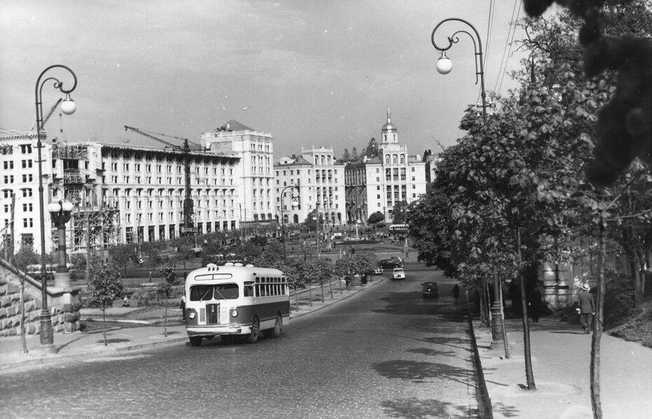 1954.05. Вид площади Калинина (ныне Майдан Незалежности). Фото: Примаченко А.